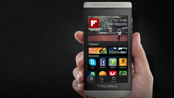 Il BlackBerry Z10 ridisegnato da Porsche Design